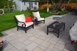 Interlock Stone Backyard Patio with Borders