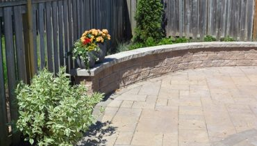 Interlocking Stone Retaining Wall